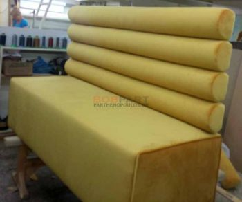 Κατασκευή καναπέ με καμηλωτή πλάτη για καφετέρια