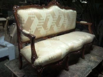 Επισκευή και λουστράρισμα κλασικού καναπέ