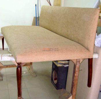 Επισκευή σε καναπέ με ψηλό ποδαράκι