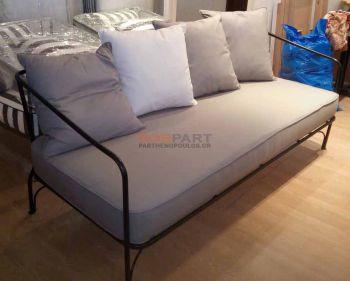 Κατασκευή μαξιλαριών για μεταλλικό καναπέ