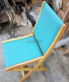 Καρέκλα με δερματίνη και φιλέτο στο τελείωμα